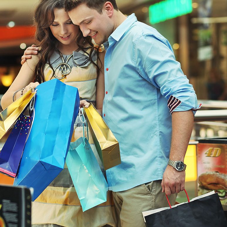 shutterstock_77618731_couple shopping_sml_crop